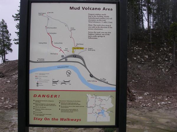 plus loin, sur la route transversale, Mud volcano
