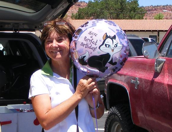 c'est mon anniversaire, on achete un ballon à Kanab