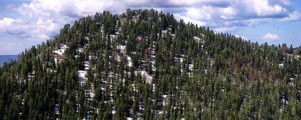 Panorama des montagnes enneigées autour de nous