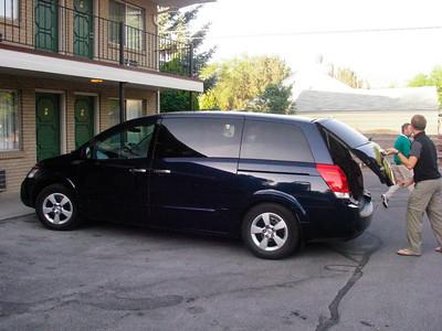 Notre voiture le lendemain matin devant le motel de Pocatello Le Thunderbird Motel, sur la 5th avenue, de Pocatello