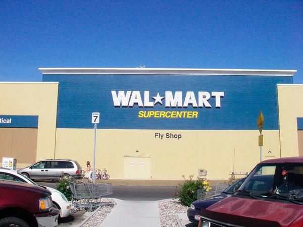 Tôt le matin, nous allons jusqu'au WalMart de Idaho Falls faire les courses, glacières etc....