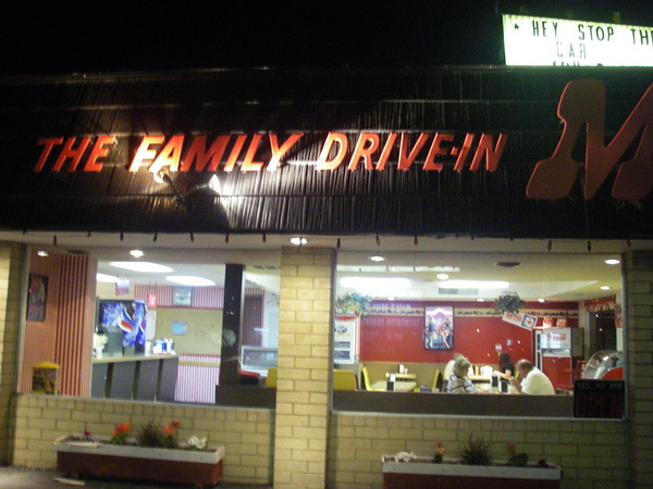 Diner à Tremonton, chez Mack's,mais je n'avais pas réservé d'hôtel à l'avance, on a rien trouvé jusqu'à Pocatello, bien tard.. (minuit, soit...8h du mat pour nous!!)