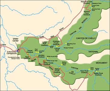Dans Chelly, nous irons à White House, Spider Rock et Antelope House Overlook. La hauteur des falaises atteint 300 mètres. Les Anasazis occupèrent le Canyon de manière continue depuis le début de l'ère chrétienne jusque vers 1300. L'âge d'or des Anasazis du Canyon de Chelly se situe de 1100 à 1300. Un millier de personnes devaient occuper les différents villages du Canyon.