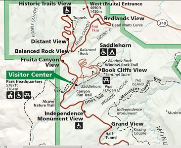 Nous sommes garés au visitor center ( comme d'hab'), et nous allons faire Canyon rim trail jusqu'à Window rock, en marchant sur le bord de la falaise