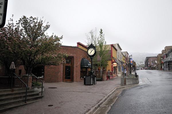 Park City la rue principale à 6h (4)           Retour à Kimball pour acheter un adaptateur électrique USA/France, j'avais emporté le Suisse à la place de l'américain !!!