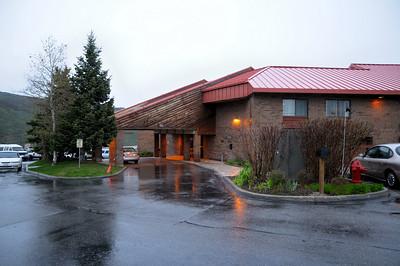 Park City, le Best Western sous la pluie... nous quittons  très tôt Kimball Junction, pour aller voir Park City....sous la neige à 6h du matin..... C 'est très joli, très « Autriche ». Il pleut et il  neige en même temps. Brrrrrrrr !