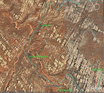 Sur Google Earth, on voit bien le relief, quasiment un quadrillage uniforme. Au point regroupement, je pique une belle colère (exceptionnel!) car le groupe de tête ne nous avait pas assez attendus, et nous n'étions pas surs qu'ils aient pris le bon chemin. Pas de talkies ouverts, bien sur!! Nous ferons le reste du trajet ensemble!
