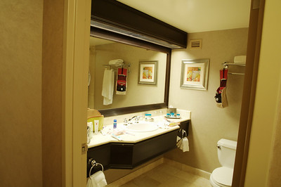 à 5h30, Frédéric fait des photos de notre salle de bains ( chouette)