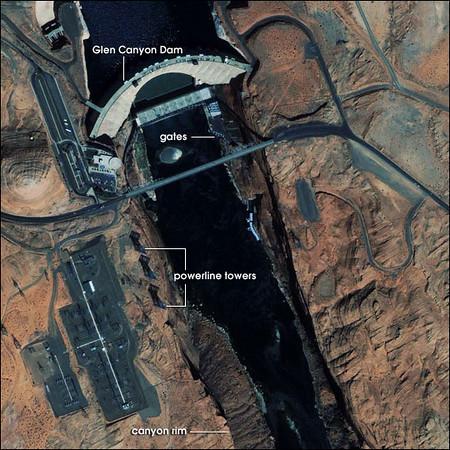 vue aérienne du Glen Canyon Dam