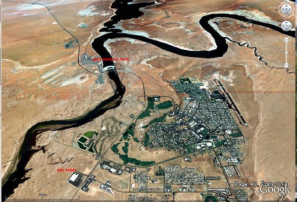 vue aérienne de Page, le Wal Mart et le barrage