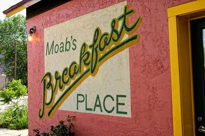 """Jailhouse Cafe (""""Good Enough for a Last Meal"""") Vous en connaissez des restos spécialistes du petit-déjeuner ? Eh bien à Moab ça existe. Le Jailhouse Cafe ne fait que le breakfast, mais il le fait bien"""