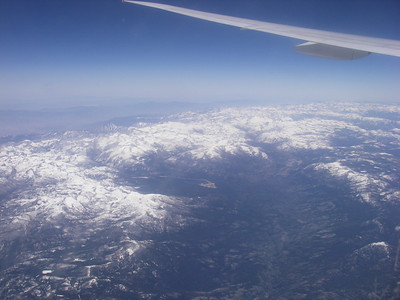 Photo en vol à 21H32 pour nous, 12H32 heure locale Embarquement pour Los Angeles pour un long vol de plus de 11H. Mais ça se passe plutôt bien… je dors, regarde des films, bouquine, Frédéric comate grave…