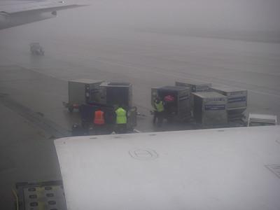 Ouf, c'est un peu la course pour prendre l'avion pour LA à Roissy, car notre  vol Toulouse/Paris a du retard. Nous sommes soulagés en voyant notre magnifique valise mauve embarquer avec nous!!!