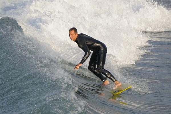le surfeur a les yeux bleus!