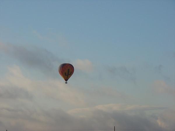 Samedi 23 janvier Ce matin, au réveil dans notre hôtel d'Anthem, nous voyons passer une magnifique montgolfière, sera-ce de bon augure? Il faut dire que hier soir, l'hôtel a été assailli par des gens qui ne pouvaient aller plus loin, l'ambiance était morose.....