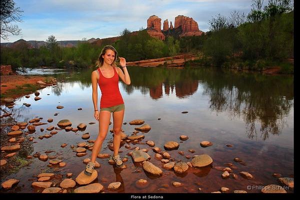 """j'aime beaucoup cette photo de P Schuler et de sa fille, je voulais aller la """"faire"""" depuis red rock  crossing, mais tout était fermé, il y avait eu trop de neige et la rivière avait débordé!  http://www.phschuler.com/usa2006/SEDONA/RED%20ROCK%20SECRET%20MOUNTAIN/index.html plein d'autres trés  belles photos!"""
