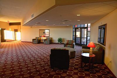 Notre hôtel tout neuf, luxueux, avec des salons trés chouettes   http://www.experiencehopi.com/hotel.html