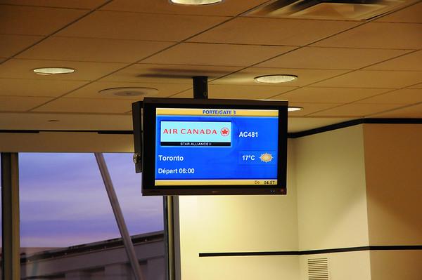 Ce matin, réveil à 2H45 pour prendre l'avion pour Las Vegas via Toronto...C'est assez compliqué, on a peut être passé l'age...