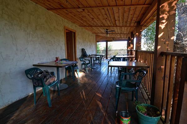 On a dîné là hier soir, sur la terrasse