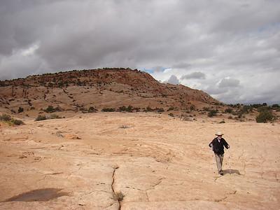la rando commence, alternant montée sur slickrock et passage de dunes