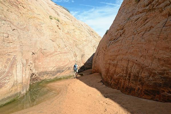On arrive à l'embouchure du canyon, qui est rempli d'eau!