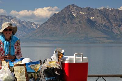 Ce qui nous permet un dernier pique nique en face du Mont Moran, au bord du lac