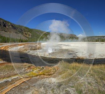 Black Sand Basin Yellowstone National Park Wyoming View Mountain Barn - 015314 - 26-09-2014 - 7291x6472 Pixel
