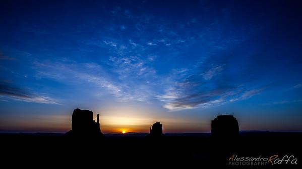 Sunrise (Monument Valley)