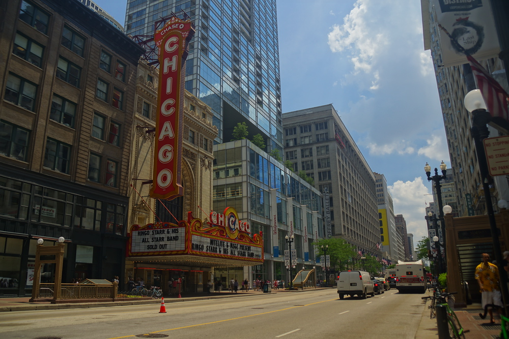 The iconic Chicago Theater by day