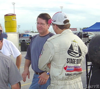 Johnny Benson listens to Mike Lichty tell how the car feels.