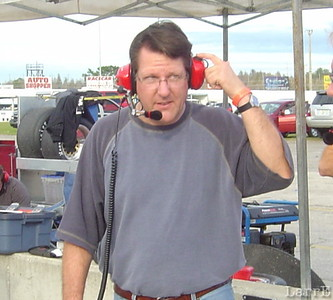Johnny Benson talks to driver Mike Lichty