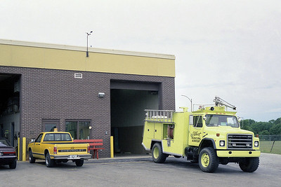 ELKHART MUNICIPAL AIRPORT  FD IN  CRASH 1  1988  IHC S - FIRE-X   750-500-500 DC-100F   OFFICER SIDE ABD STATION