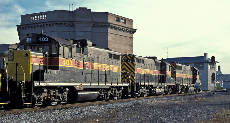 In 1994 Iowa Interstate had a fairly ragbag collection of locomotives but most were repainted for the road and kept clean. GP10 403 and 431 with GP38 600 head west through Joliet on 13 October.