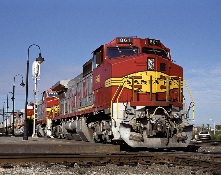 Santa Fe 861 in clean Warbonnet livery leads a westbound through Joliet on 12 October 1994