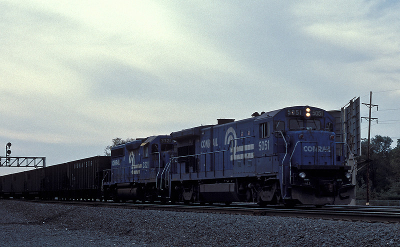 Conrail 5051 and 3321 pull away from Elkhart on 14 October 1994