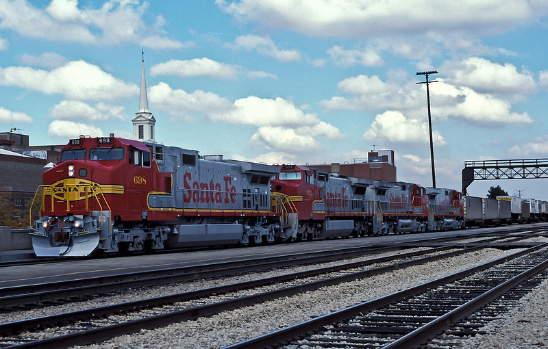 Santa Fe C44-9W 698, 633 and 636 have C40-8W 951 for company as they head westward through Joliet on 14 October 1994