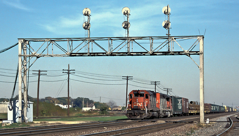 Canadian National SD40-2 5201 and 5119 at the Burlington Northern yard at Eola on 12 October 1992