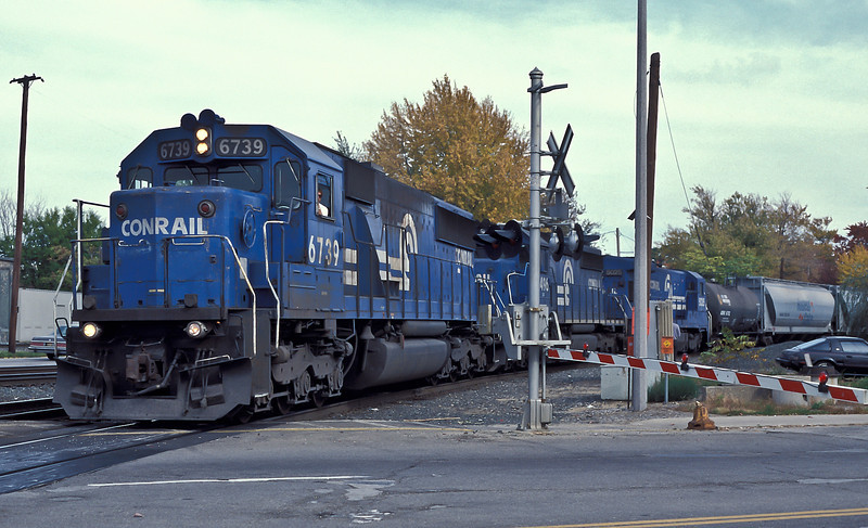 A long Conrail freight headed by SD50 6739, SD40-2 6496 and B36-7 5025 pulls into Elkhart on 14 October 1994