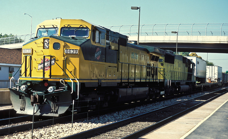 Passing the station at West Chicago are CNW C44-9W 8639 and SD60 8001 on 12 October 1994