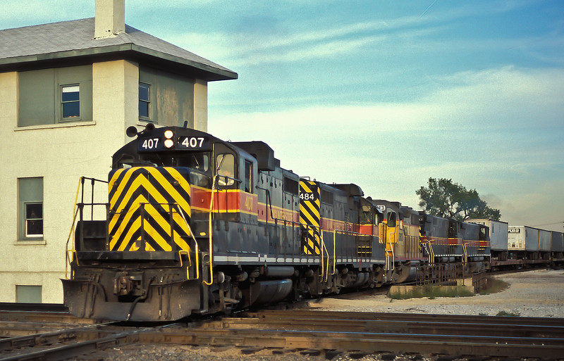Iowa Interstate's daily Blue Island to Council Bluffs service has a real mixture on the front at Joliet on 12 October 1994. GP8 407 leads GP10 484, HLCX leaser 3613 and two MLW-built M420R 801 and 802.