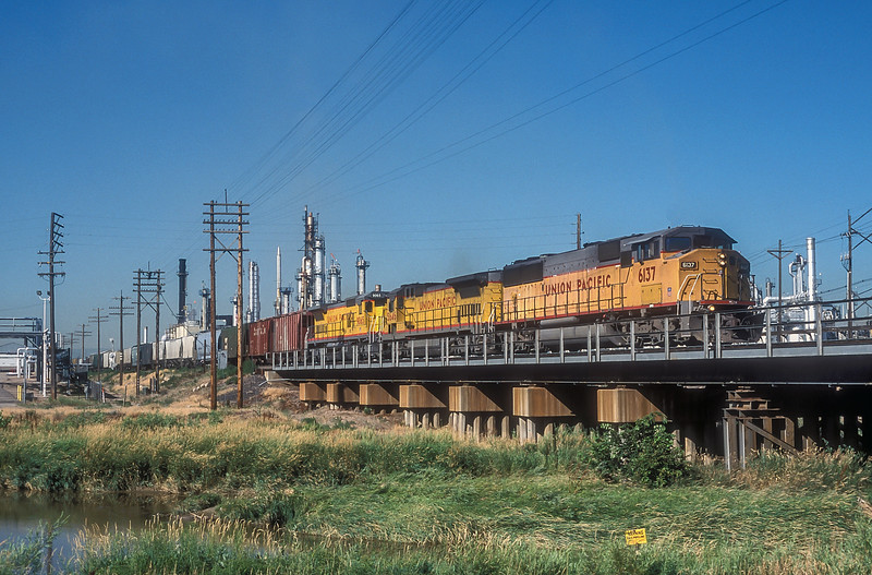 Union Pacific SD60M 6137, B39-8 5646 and C40-8 9065 head north through Commerce City on 17 July 1998.