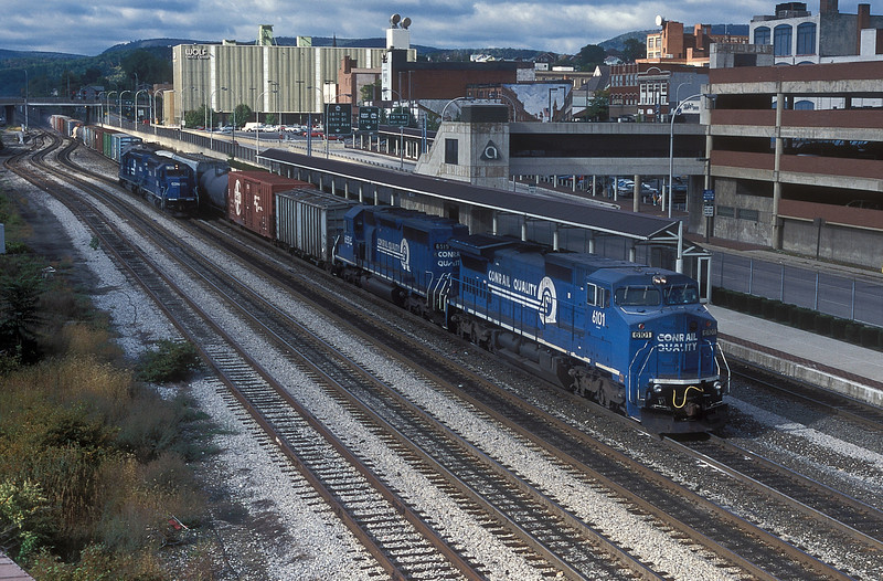 CR C40-8W 6101 and SD40-2 6515 roll through Altoona on 30 September 1994