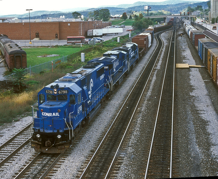 CR SD50 6798 and General Electric C32-8 6615 and C36-7 6642 pull into Altoona on 30 September 1994