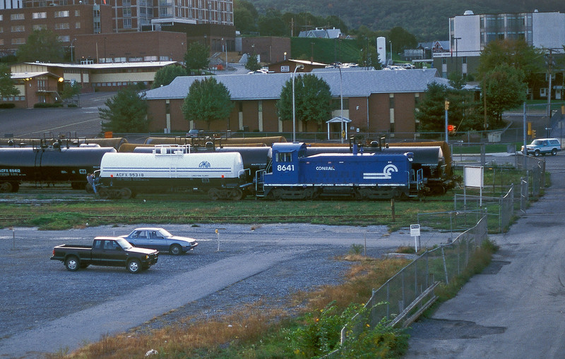 Conrail SW1000 8641 is switching the local industries at Altoona on 30 September 1994