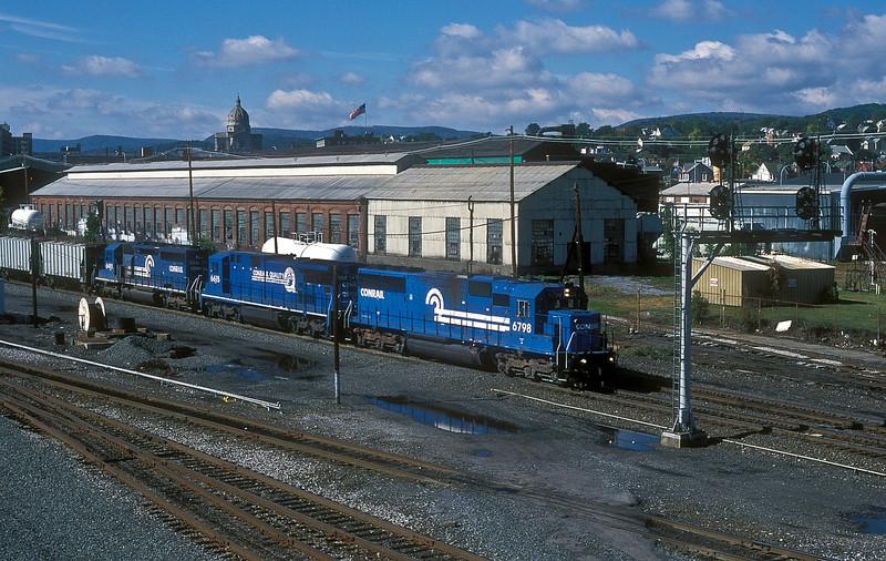 CR SD50 6798, C32-8 6615 and SD40-2 6418 run through Altoona on 2 October 1994