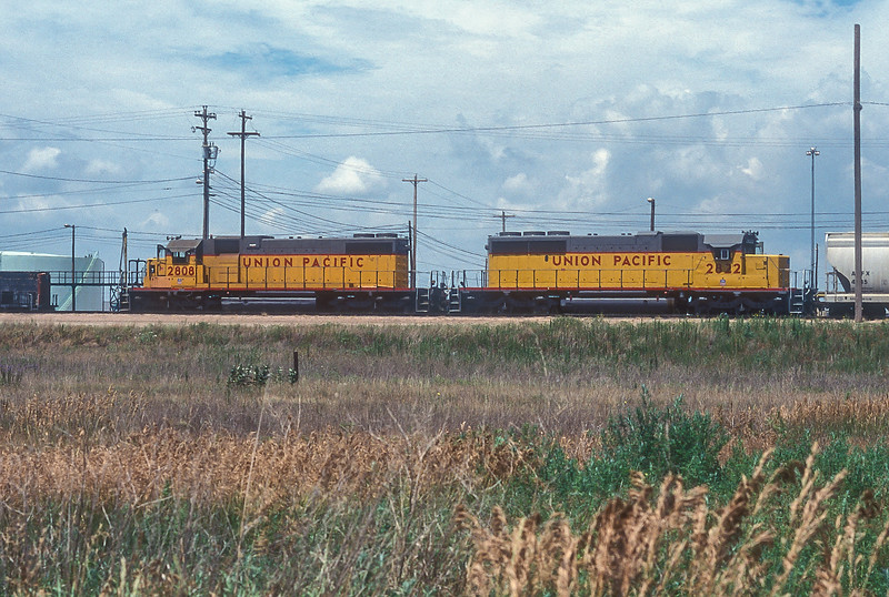 Union Pacific SD38-2 2808 and 2822 are pushing another cut of wagons over the hump at Bailey Yard in North Platte on 11 July 1998. 2808 was built as a SD38-2 for the CNW but 2822 was converted the previous year from a SD40-2 by UP, hence the different body styles (an extra fan).