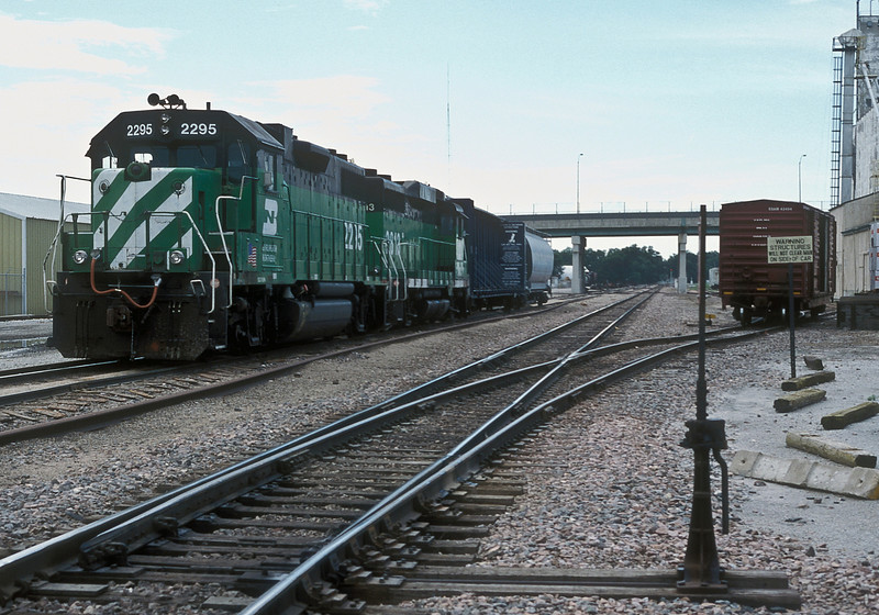 The local freight service on the Burlington Northern lines at Fremont was formed of GP38-2 2295 and GP39M 2813 on 9 July 1998