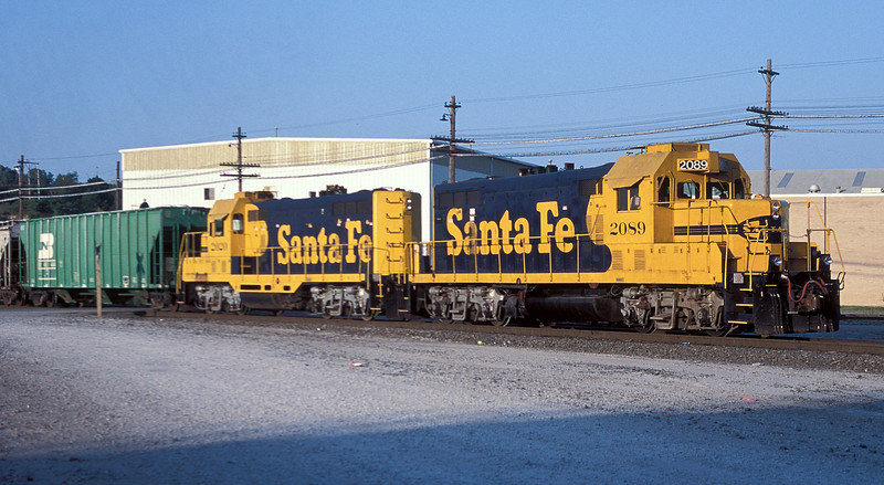Heavily rebuilt but still elderly Santa Fe GP7 2089 and 2020 lead a transfer freight from Argentine yard through Santa Fe Junction in Kansas City on 20 July 1998