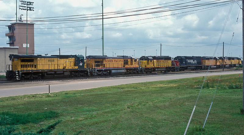 Chicago North Western C40-8 8508 is at the head of a line of engines making a move from the diesel shop to Bailey Yard at North Platte on 11 July 1998. Behind it are UP C36-7 607, two SD40-2 3721 and 3471 bracketing Southern Pacific SD40T-2 8386 with UP SD60 6026 and SD60M 6263 bringing up the rear