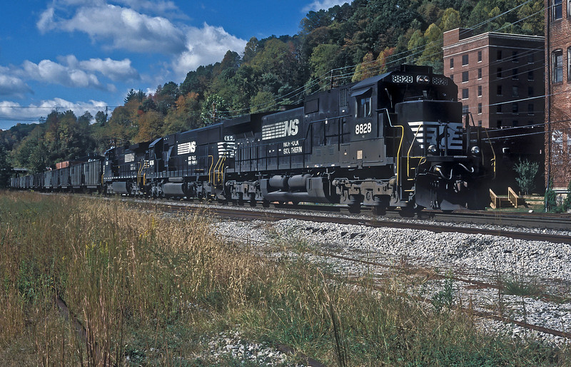 Deep in the coal fields Norfolk Southern C40-9 8828, SD60 6636 and C40-9W pull into Appalachia with a set of empties on 30 September 1999